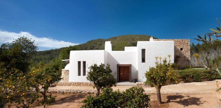 Modern-Ibiza-home-by-TG-Studio-front-view