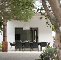 Modern-Ibiza-home-by-TG-Studio-outdoor-dining-area