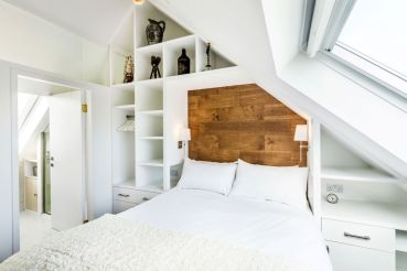 The-Chapel-holiday-cottage-bedroom-wood-headboard