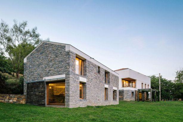 Casa-TMOLO-conversion-stable-new-facade