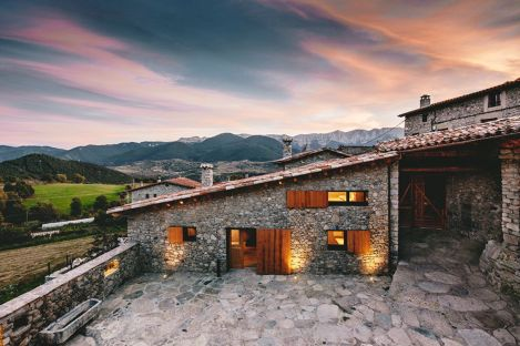 Rustic-house-gets-rehabilitated-in-Spain-connected-volumes