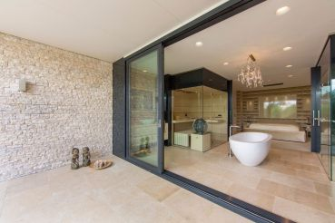 Villa-New-Water-by-Waterstudio.NL-bathroom-spaciousness