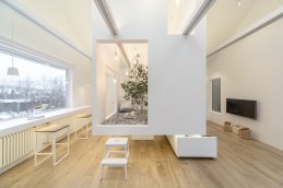 Ruetemple-modular-house-tv-on-wall