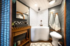 Tiny-Adventure-Home-corner-tub