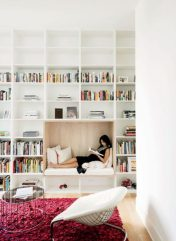 white-compartmentalised-library-seating-nook-600x822