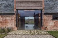 barn-renovation-by-David-Nossiiter-Architects-glass-doors