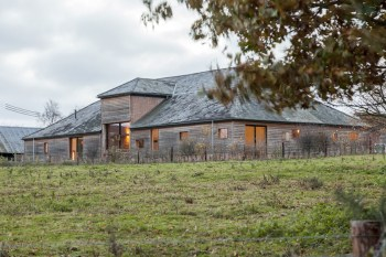 barn-renovation-by-David-Nossiiter-Architects-huge-building