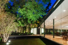 C.J.House-glass-walls-and-garden