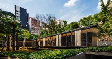 C.J.House-glazed-facade