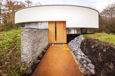 Circular-forest-home-with-perfect-entrway-1