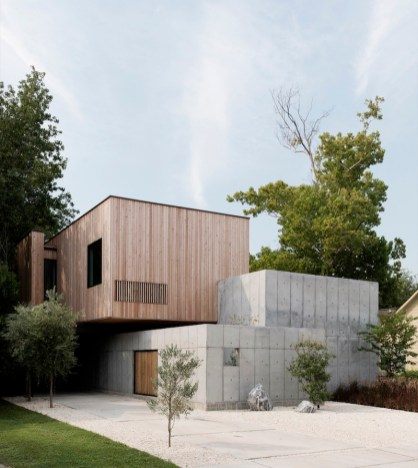 Concrete-Box-House-composed-of-three-volumes