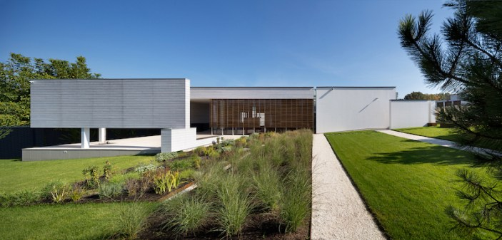 House-in-Kharkiv-with-sloped-garden-and-landscape