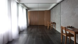 Urban-Hermitage-studio-with-mirrored-wall-unit