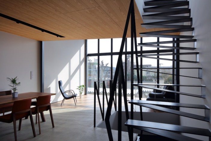 Small-house-in-Kyoto-features-a-raw-steel-staircase