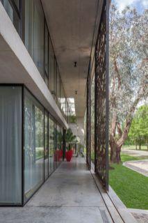 Panels-sliding-along-the-patio