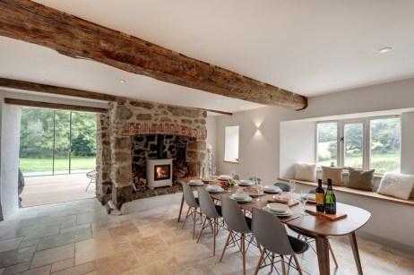 barn-style-home-14