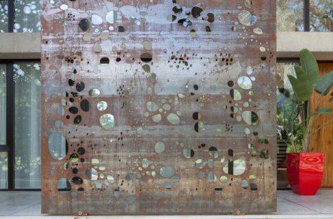 metal-decor-closeup-casa-hk-1024x673