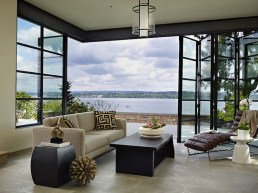 The-Book-House-opens-up-to-the-lake-to-capture-wonderful-views