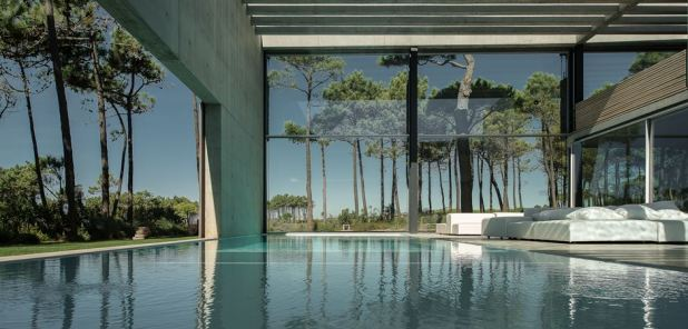 pool-water-level-wall-house