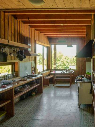Holiday-home-in-Chile-features-a-cozy-and-spacious-kitchen