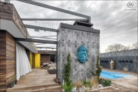 concrete-wall-turquoise-buddha-head-relaxed-outdoor-space