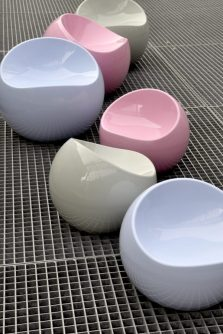 pastel-egg-shell-shaped-artistic-chairs-600x900