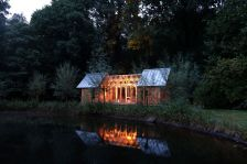 Garden-House-can-expand-thanks-to-a-sliding-outer-shell