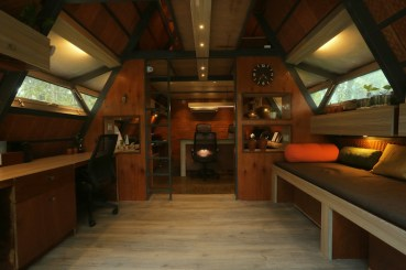 Attic-cabin-features-a-workspace-on-the-ground-floor