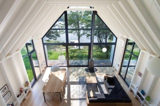 Window-on-the-Lake-cottage-features-open-interior-spaces-and-seamless-transitions