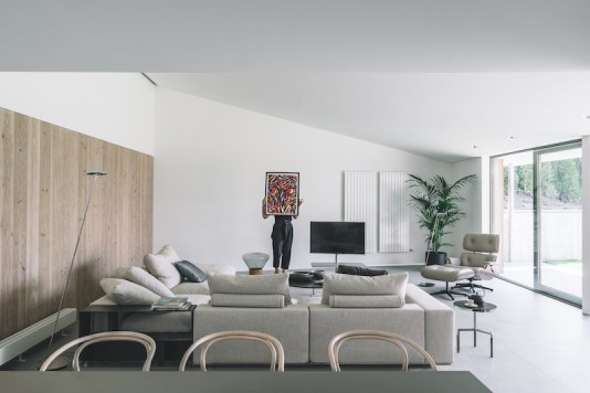 Casa-Öcher-features-simple-and-neutral-colors-on-the-inside