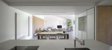 Casa-Öcher-has-large-and-open-interior-spaces