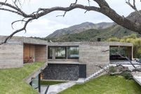 San-Luis-family-home-slooping-terain