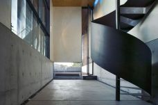 The-Xerox-residence-with-steel-spiral-staircase