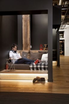 A-big-emphasis-is-placed-on-the-casual-and-relaxed-nature-of-the-workspace-but-also-on-the-idea-of-collaboration