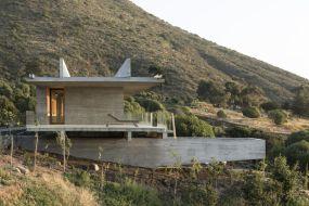 Felipe-Assadi-Arquitectos-Concrete-House-with-Lounge-area
