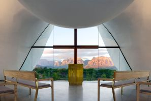 Interior-of-South-African-studio-TV3-Architects-Chapel