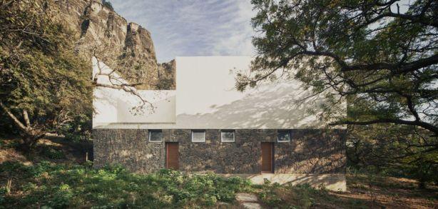 Casa-Meztitla-in-Mexico-Facade
