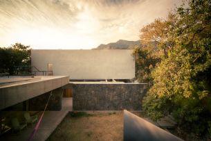 Casa-Meztitla-in-Mexico-Rocks