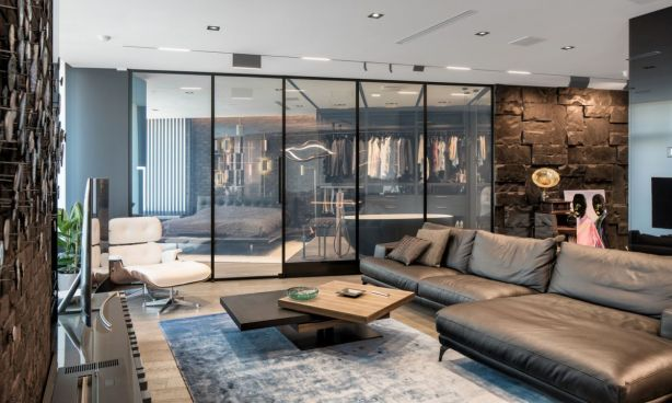 Glass-walls-to-divide-bedroom-and-living-33bY-Architecture