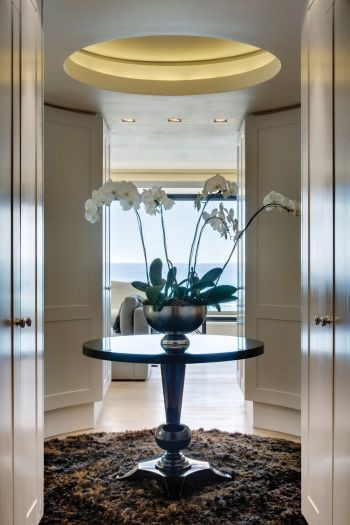 Round-small-table-entryway-Atlantic-Ocean-Clifton-ARRCC-Design