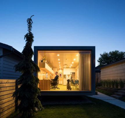 Architect-Randy-Bens-Shipping-container-Office-Floor-to-ceiling-window