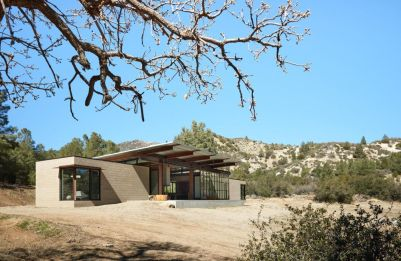 Beautiful-family-retreat-Canyon-by-Olson-Kundig