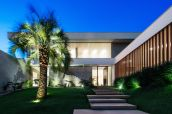 Brazil-Guaica-Residence-modern-concrete-stepts-and-outdoor-lighting