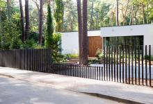 Photo of A legmodernebb kerítés, földbe süllyedő kapuval