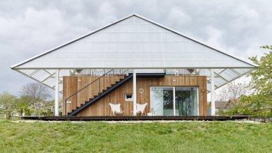 Photo of Cseh otthon egy tető alakú második emeleti üvegházzal