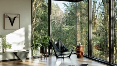 Photo of A fekete fa és üveg kontrasztja emeli ki az Oregon erdőjében épült Royal House projektjét