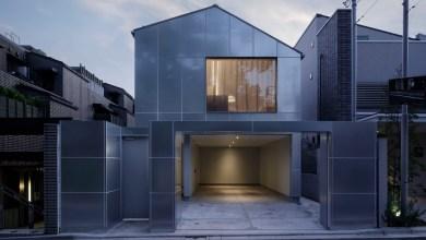 Photo of Horganyzott acéllemezekkel burkolták a japán családi házat
