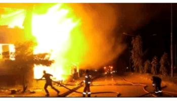 Fire engulfs the Federal Secretariat Complex along Okpanam road in Delta state