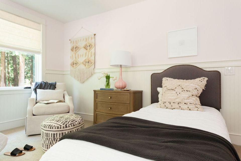 tween girls' bedroom