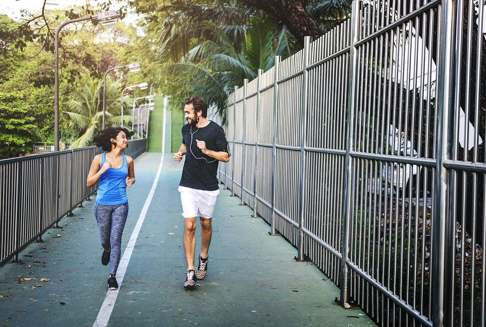 Friends Going Running to enjoy the 5 benefits of running
